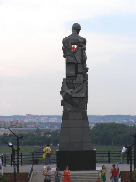 Эконом памятник Волна в камне Лесосибирск Лампадка из габбро-диабаза Ярославль